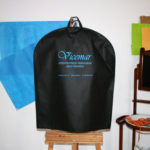¿Dónde fabrican bolsas porta trajes de tela TST?