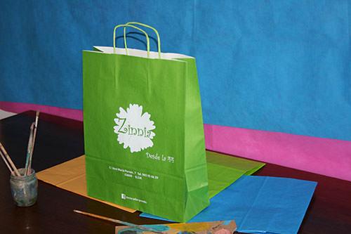 como hacer bolsas de papel verdes