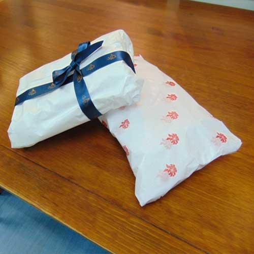 Paquetes envueltos resma papel de seda